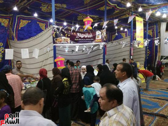 الإقبال من الأهالى بأول يوم تشغيل معرض أهلا رمضان