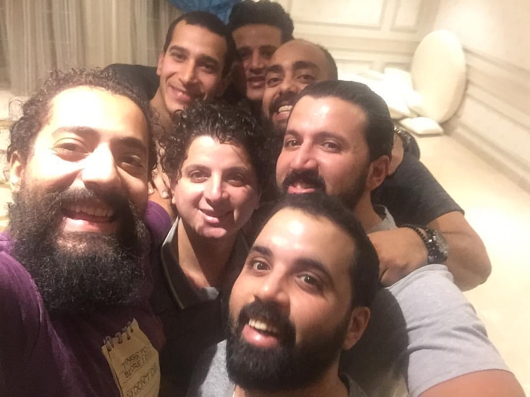 عمر مالك مع اصدقائه (2)
