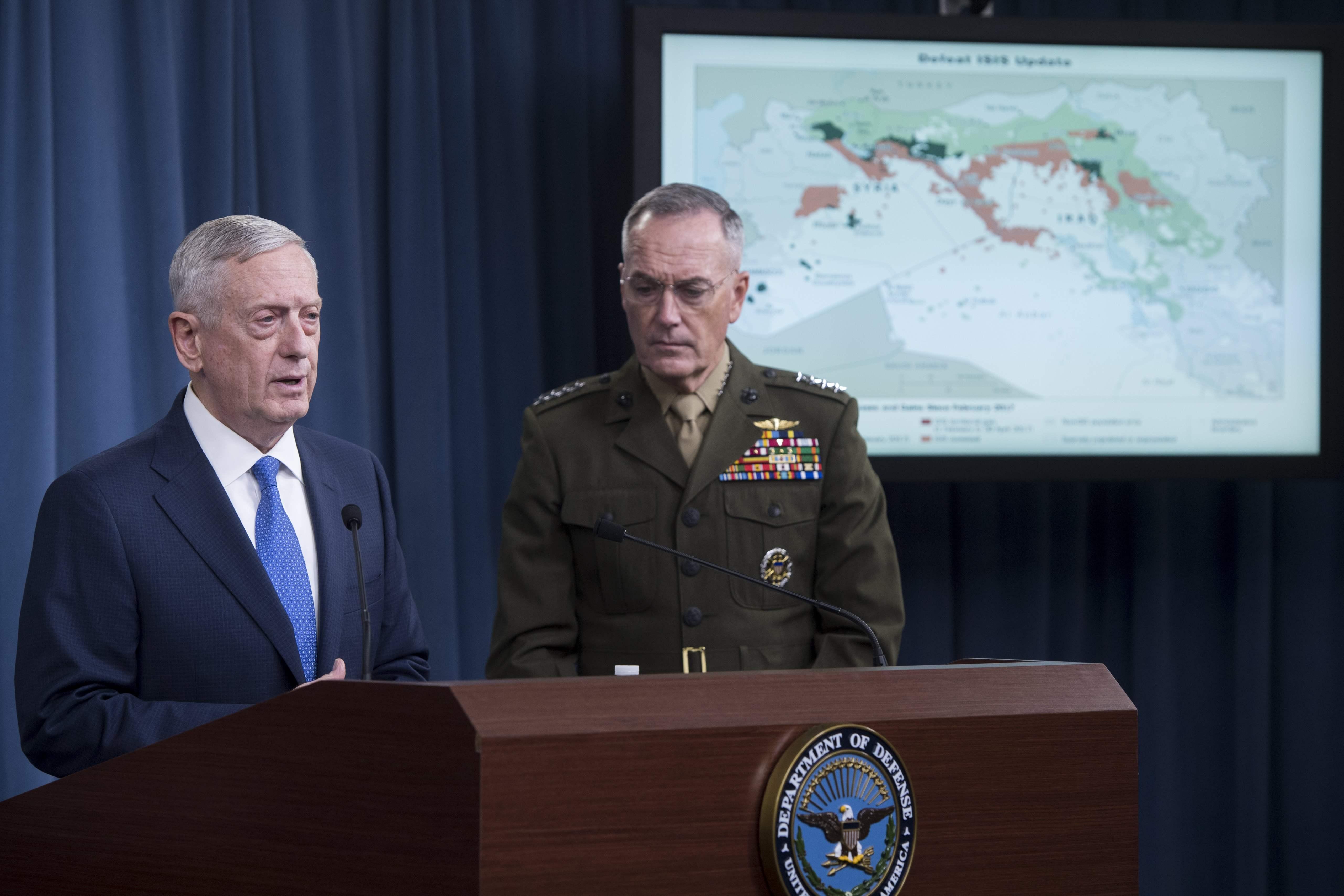 وزير الدفاع الأمريكي والجنرال جوزيف دانفورد