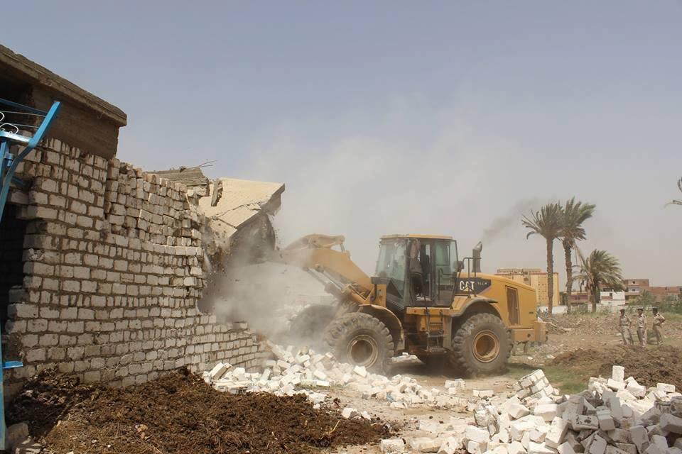 إزالة التعديات على أراضي أملاك الدولة  (2)