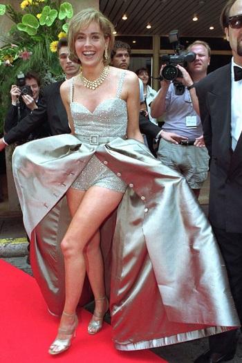 شارون ستون وفستان لا ينسى من فالنتينو عام 1995