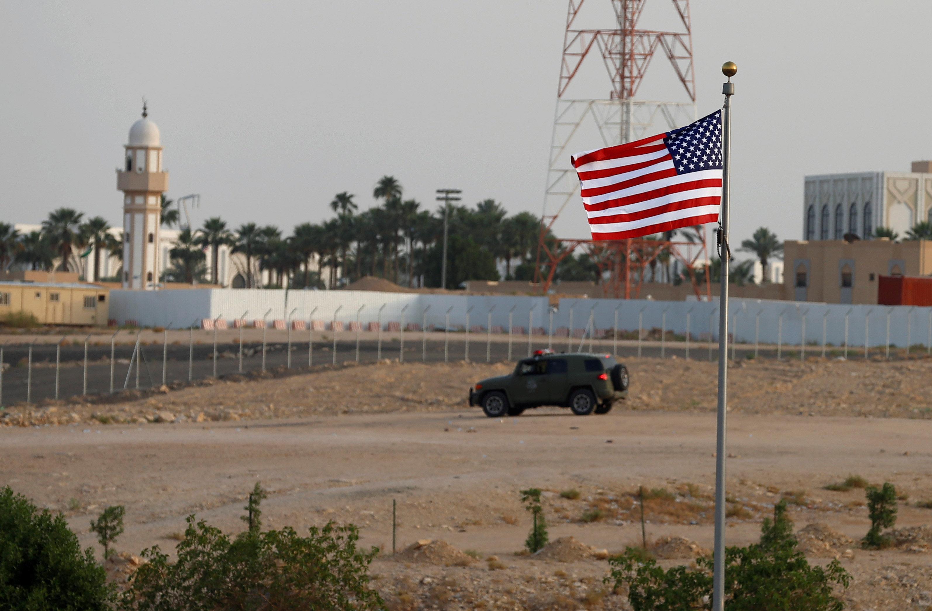 العلم الامريكى بطريق مكة