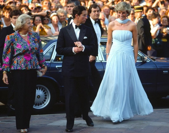 فستان الأميرة ديانا من تصميم كاثرين ووكر فى عام 1987