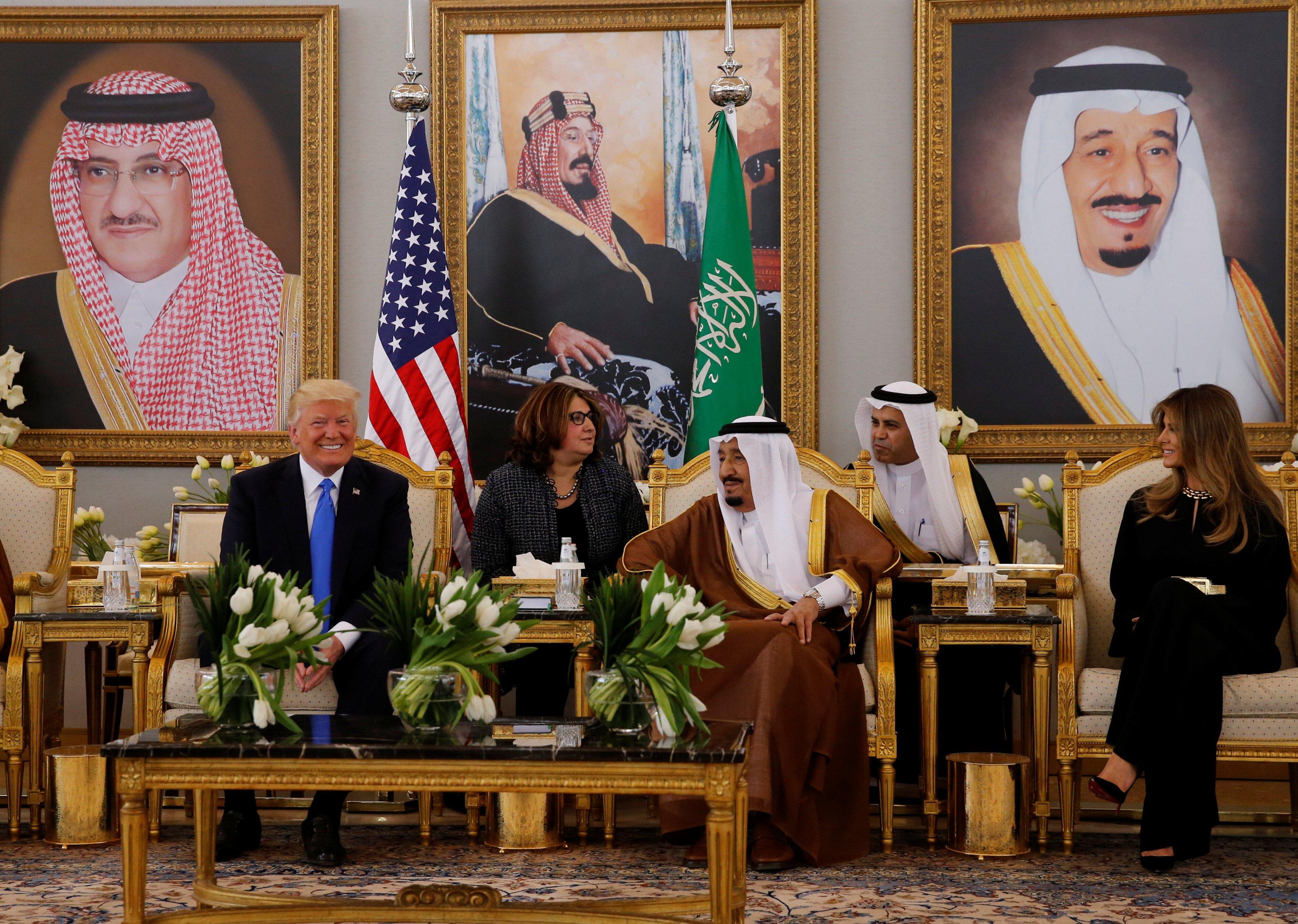 الملك سلمان وترامب وميلانيا عقب وصولهم للسعودية