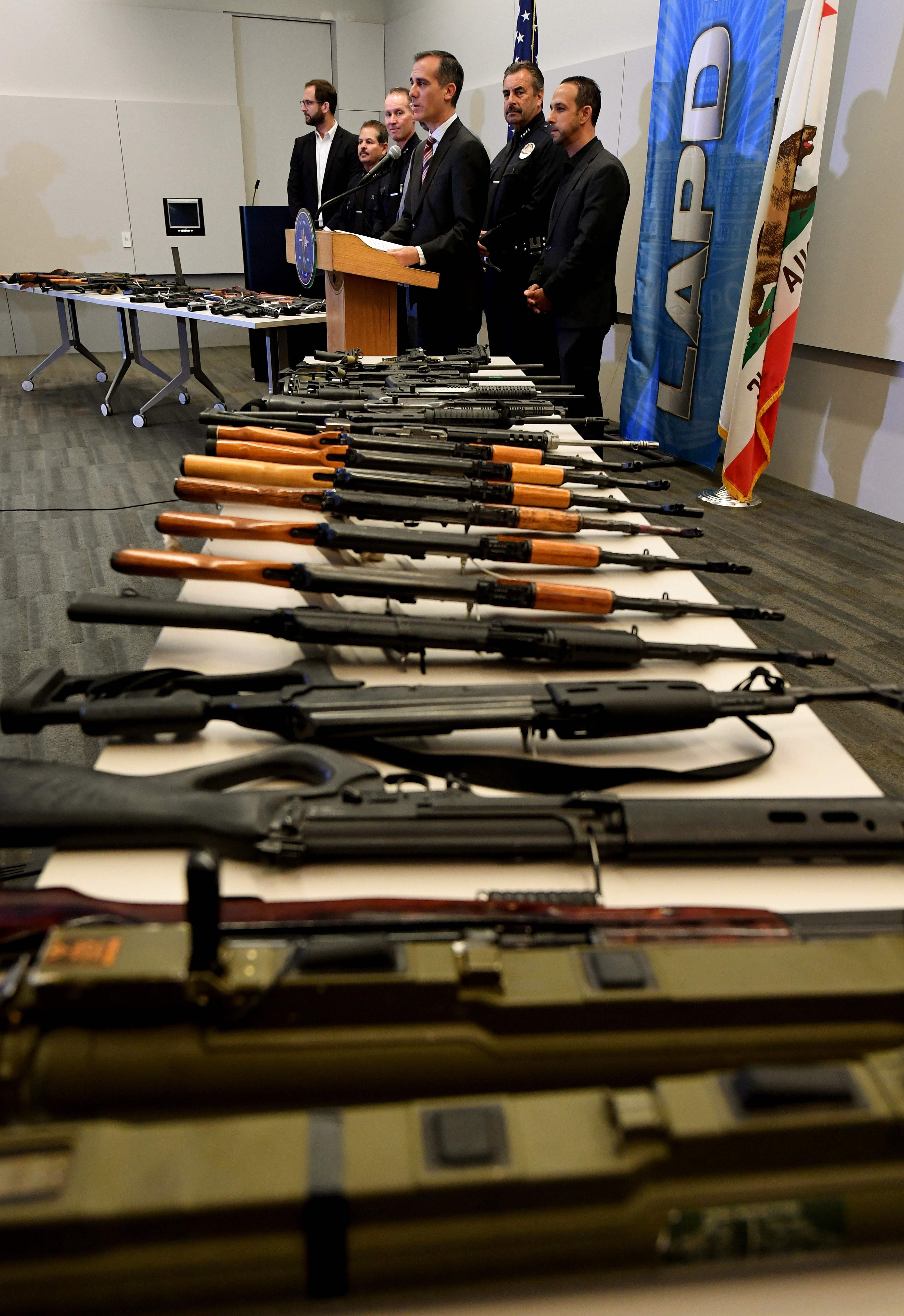 شرطة لوس أنجلوس تشترى الأسلحة من المواطنين بهدف مكافحة الجريمة