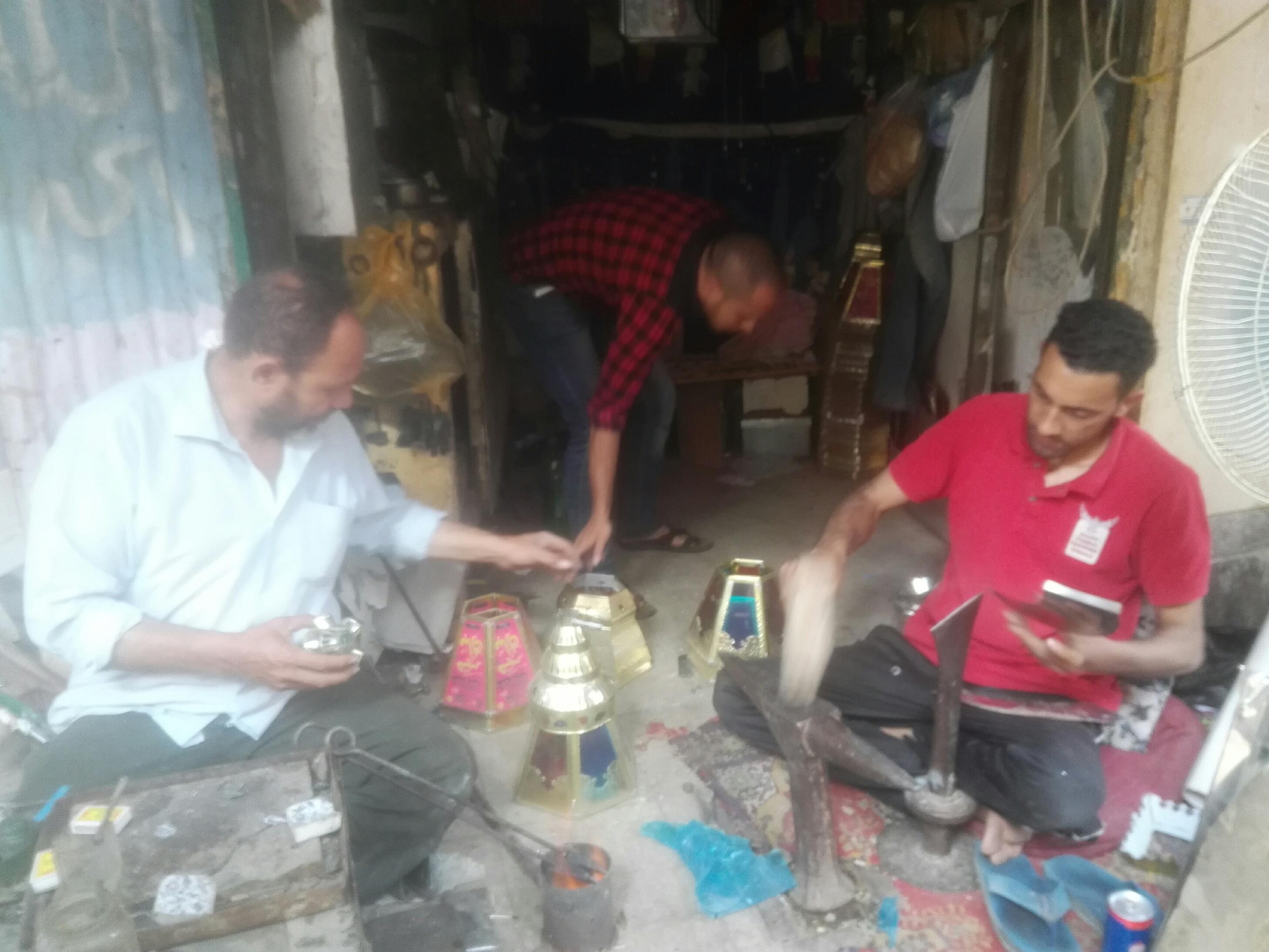 صناع الفوانيس المعدنية