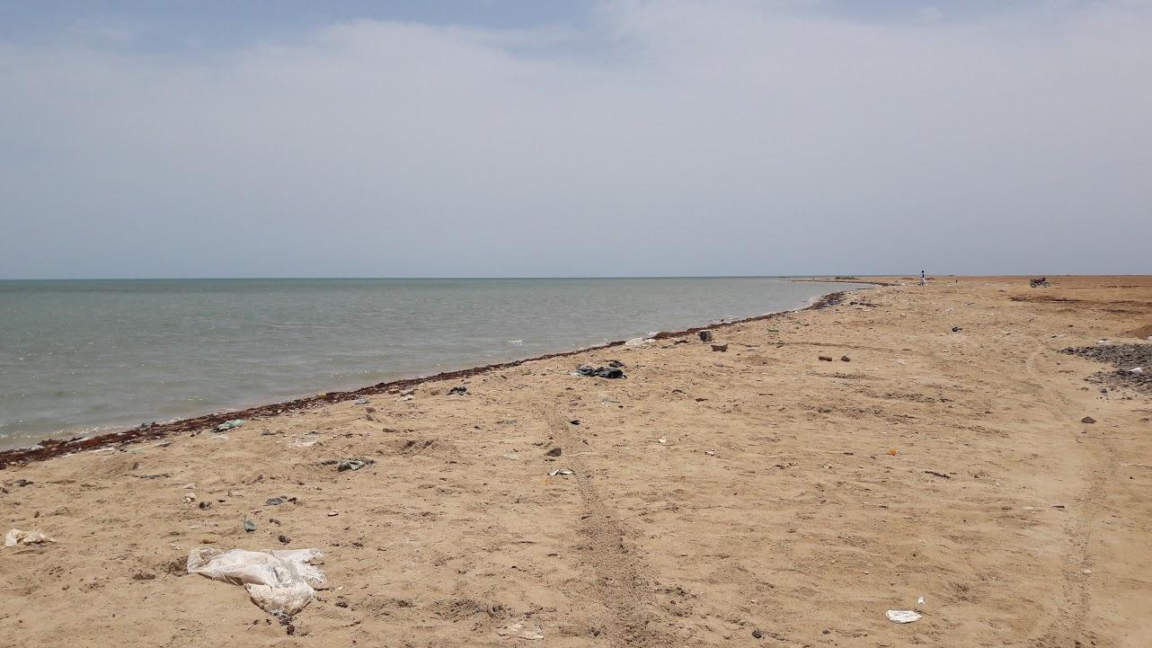 القمامة والمخلفات بشواطئ الشلاتين