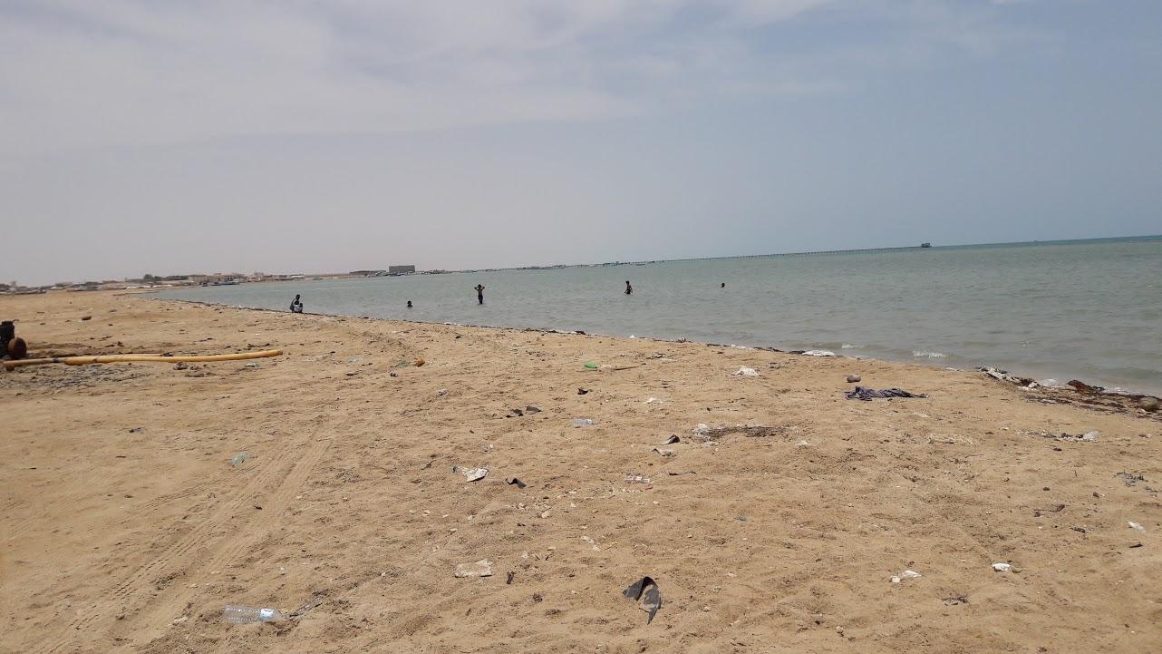 أكياس بلاستيكية وقمامة بشواطئ الشلاتين