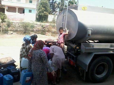 أهالى قرية قراجة كفر صقر يشترون مياه الشرب