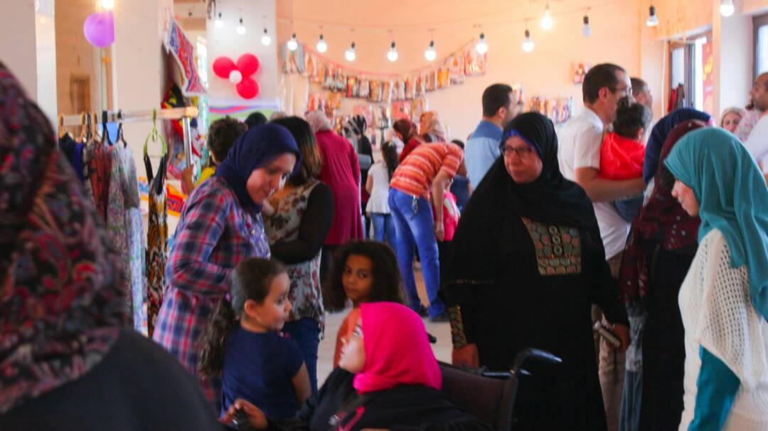 """إقبال على معرض الـ 4 فتيات """"رمضان جانا"""""""