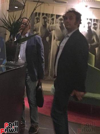 حمزاوى-وخالد-على-و-9-نشطاء-فى-اجتماع-سرى-بإيطاليا-لمهاجمة-مصر-(1)