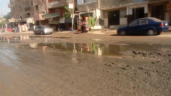 قرية طموه تغرق فى مياه الصرف (2)