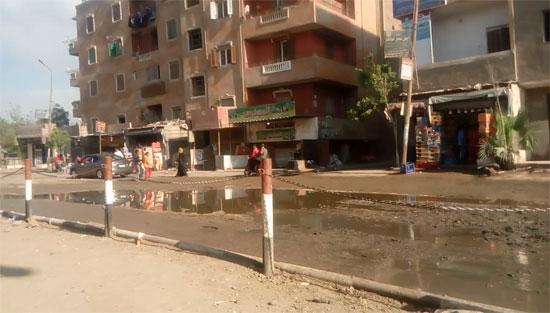 قرية طموه تغرق فى مياه الصرف (3)