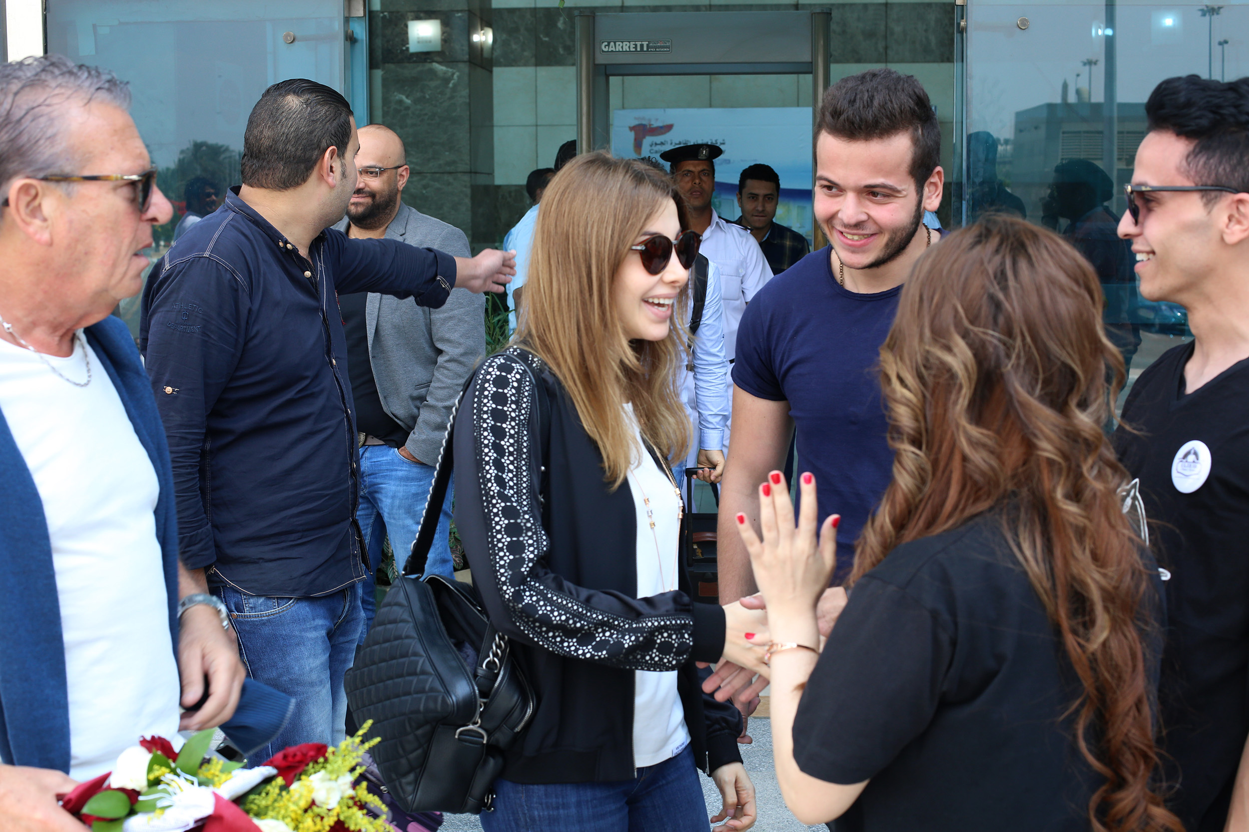 كواليس وصول نانسى عجرم القاهرة استعدادًا لمؤتمر ألبومها الجديد