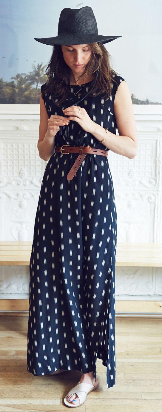 فستان كحلى بسيط
