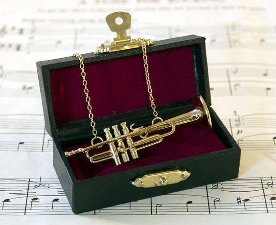 عقد لإحدى الآلات الموسيقية