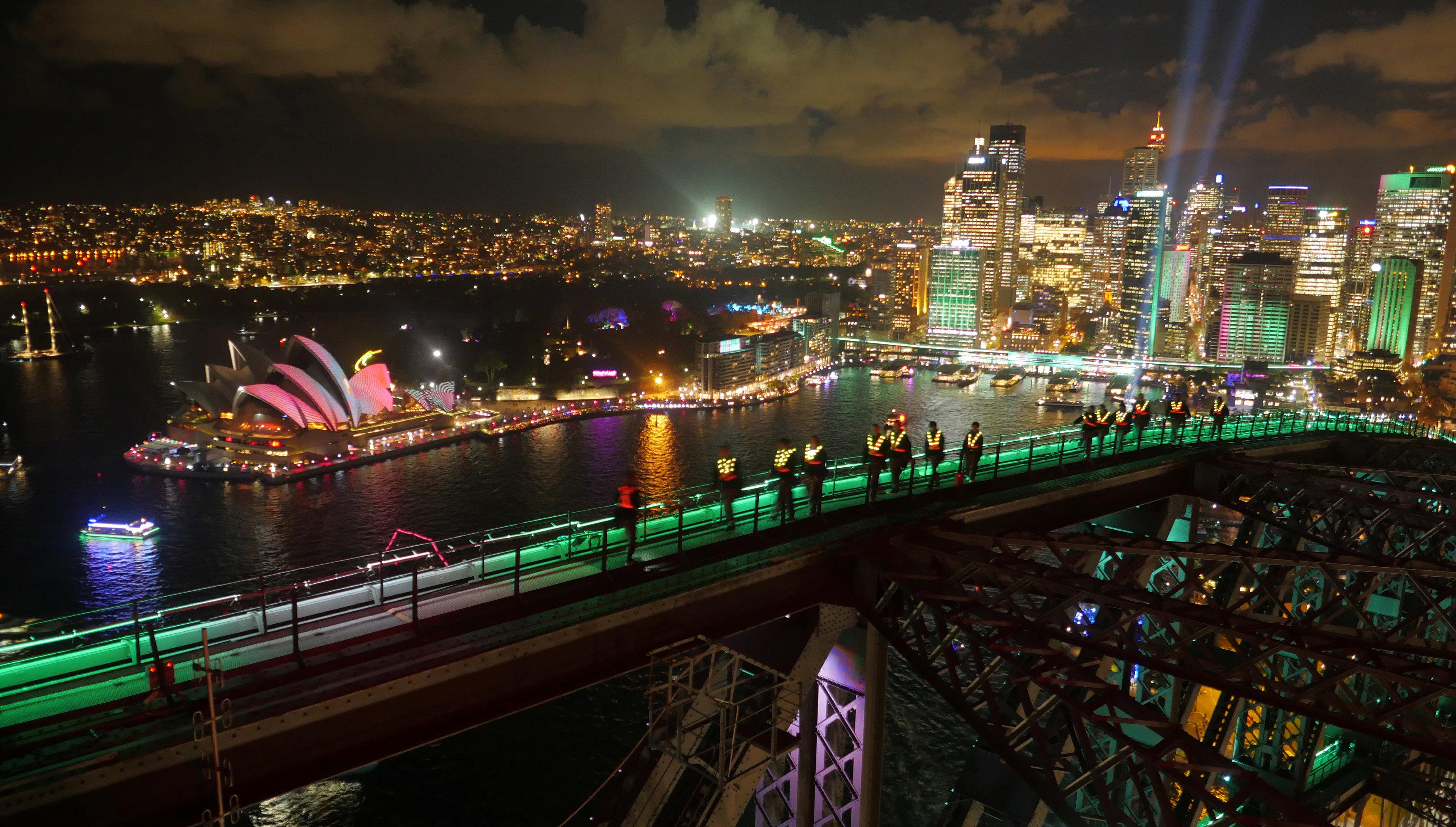 الإضاءة الملونة على جسر سيدنى
