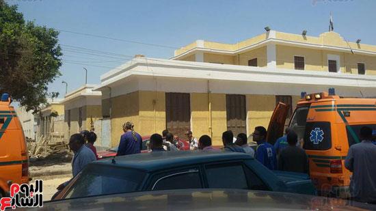 سيارات-الاسعاف-تنقل-المصابين-فى-المنيا-(3)