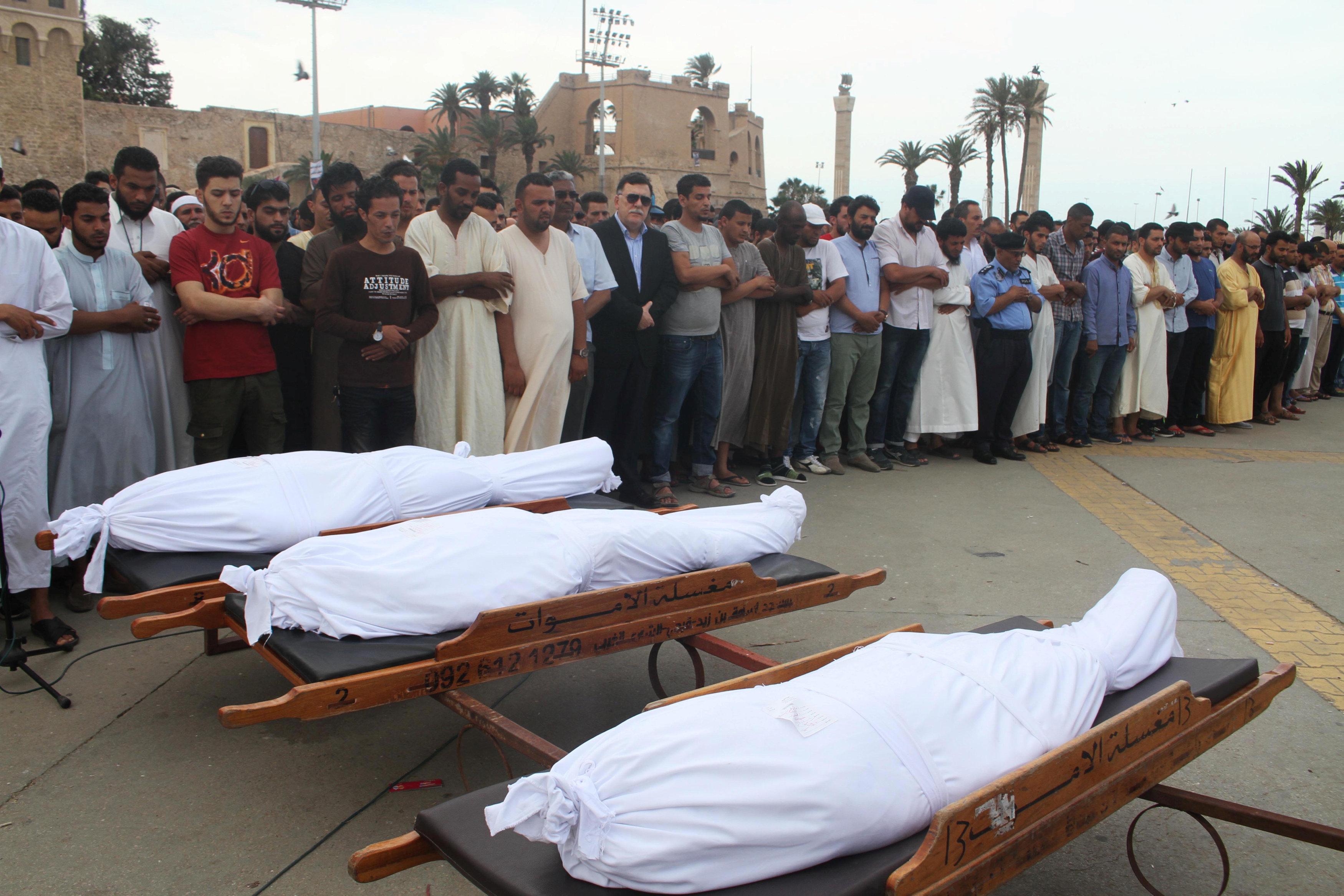 صلاة الجنازة على عدد من ضحايا اشتباكات طرابلس