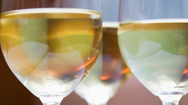 تجنب شرب الكافيين والكحول