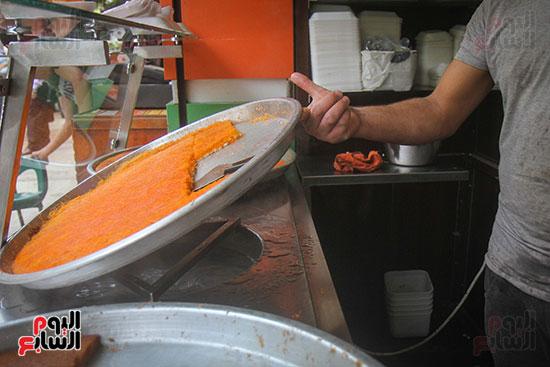 الكنافة النابلسية يتم تسويتها على الماء الساخن