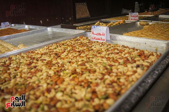"""""""بلورات مكسرات"""" إحدى الحلويات السورية"""