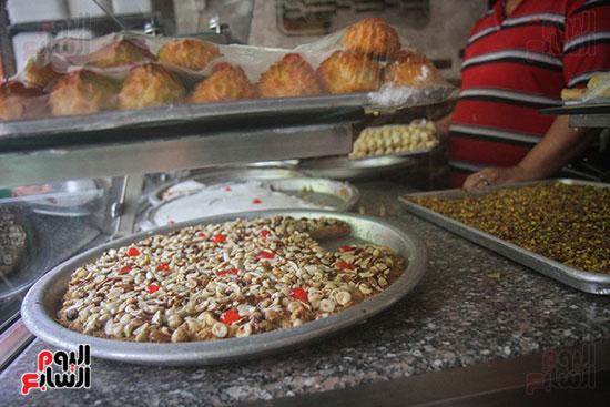 أنواع مختلفة من الحلويات السورية المنتشرة بالسوق المصرية حالياً