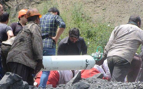 محاولات إنقاذ العمال من المنجم