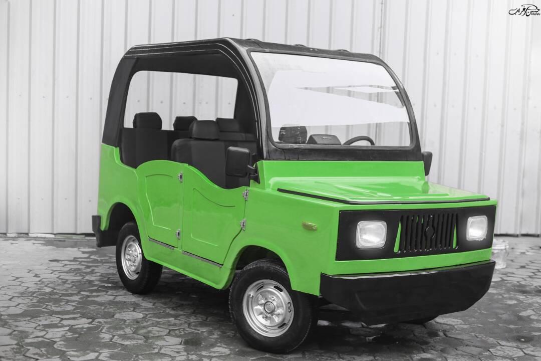 سيارة خضراء
