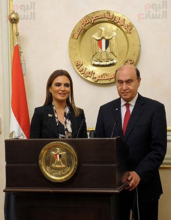مهاب مميش وسحر نصر مؤتمر صحفى بمقر مجلس الوزراء (4)