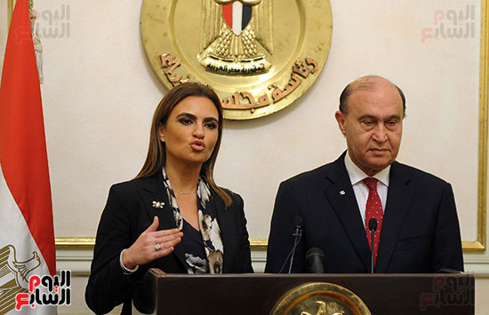 مهاب مميش وسحر نصر مؤتمر صحفى بمقر مجلس الوزراء (3)