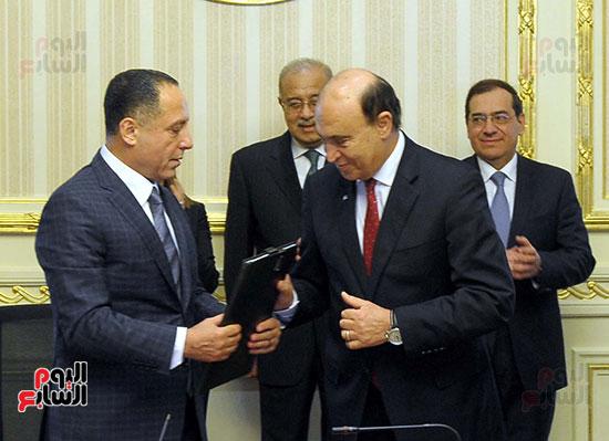 توقيع اتفاقية تسوية بين سونكر و اقتصادية قناة السويس (6)