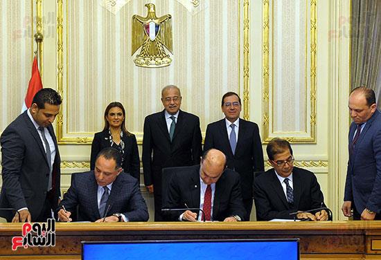 توقيع اتفاقية تسوية بين سونكر و اقتصادية قناة السويس (2)