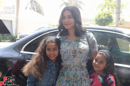 وصول شيرين عبد الوهاب وابنتيها