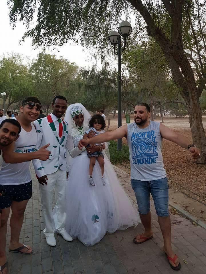 الرقص مع العريسان