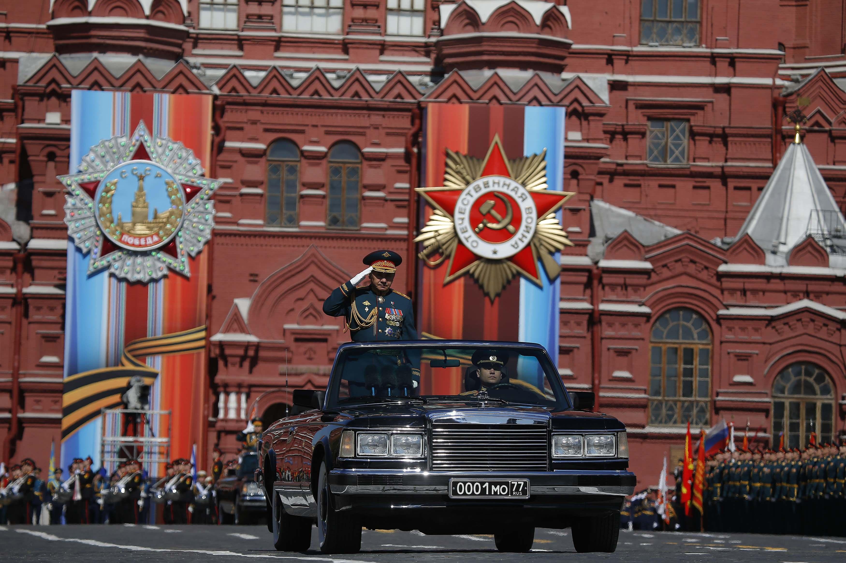 картинки парада в москве организаторов предупреждал нас