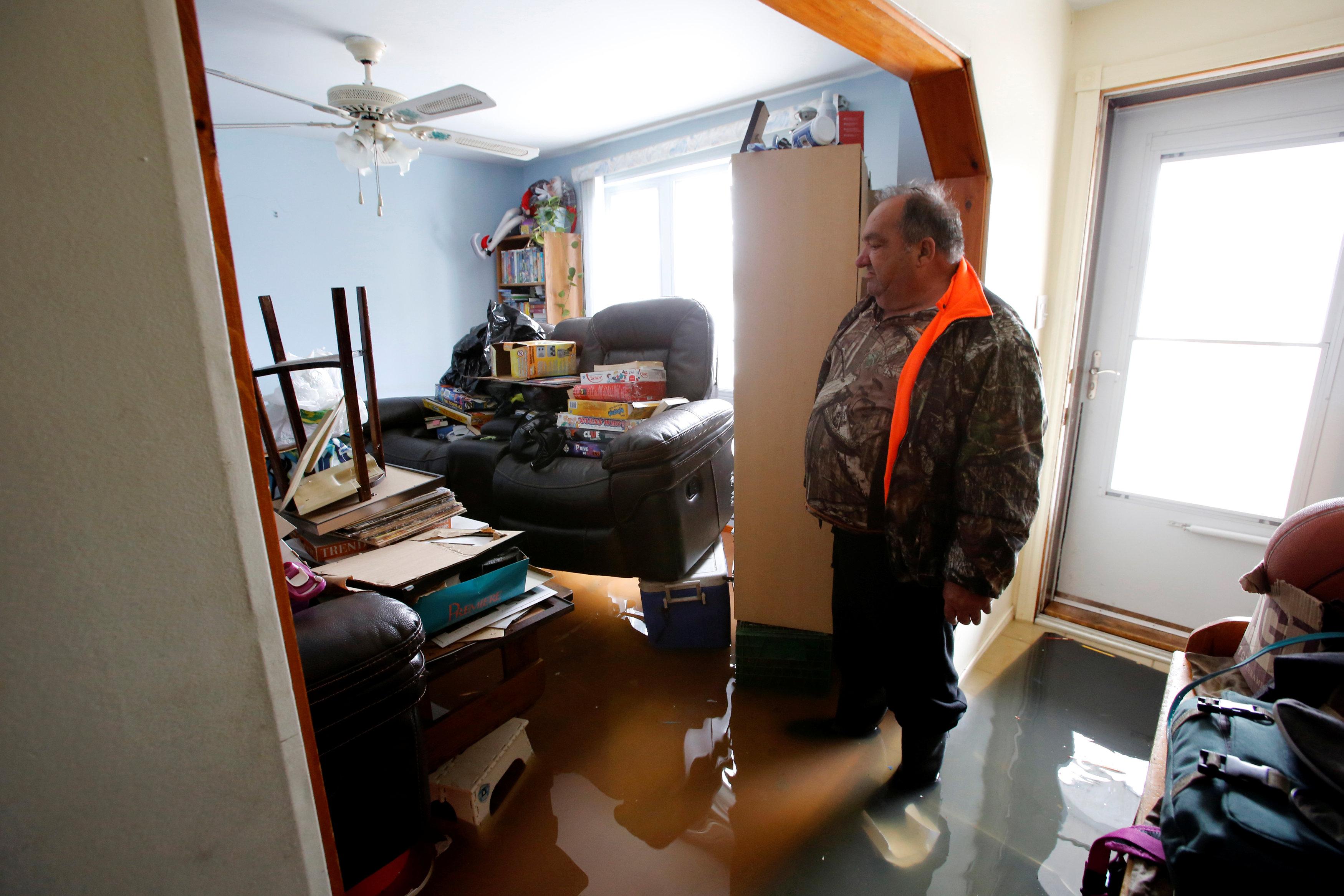 منزل غمرته المياه فى كندا