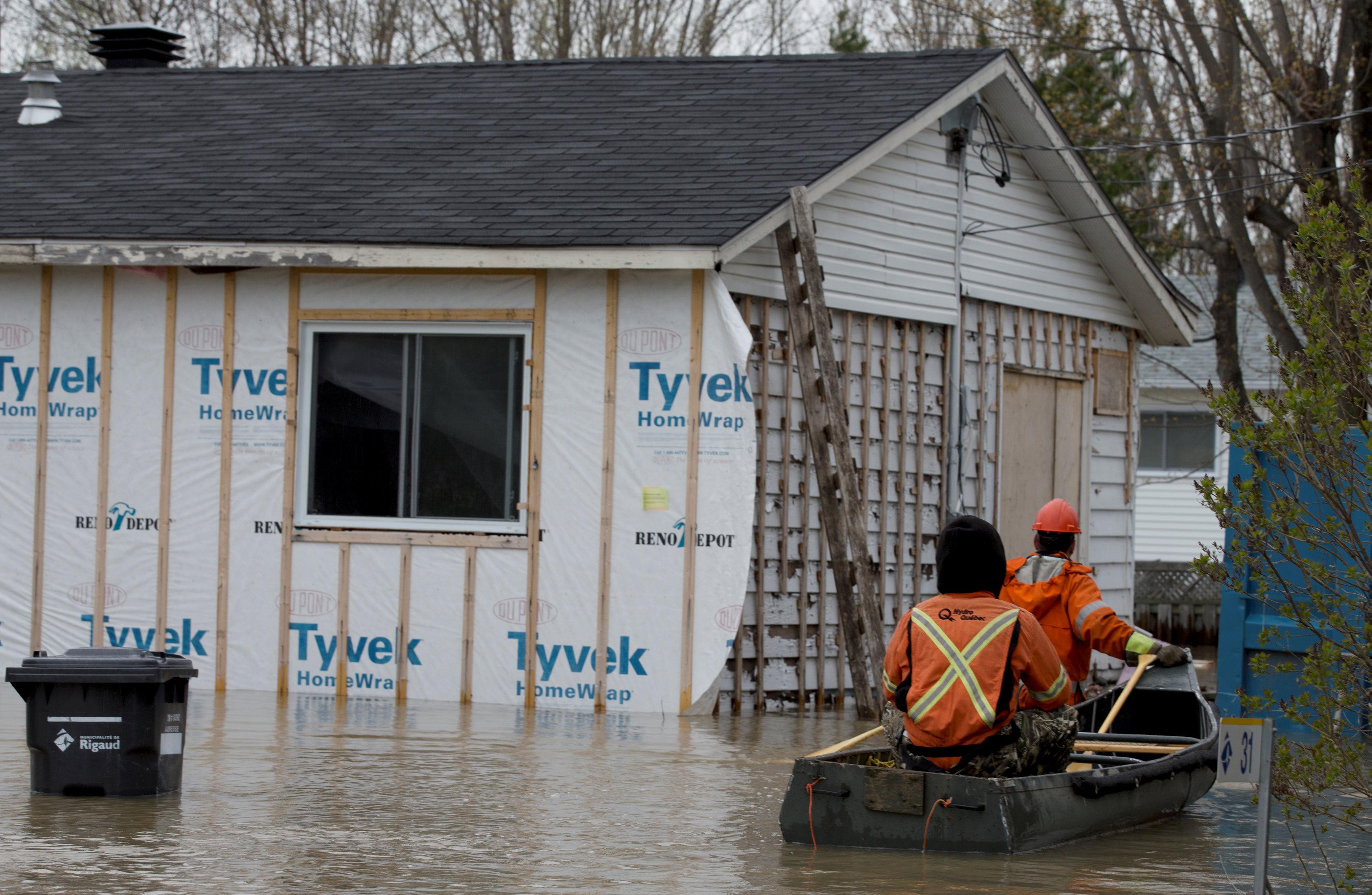 منزل وسط مياه الفيضانات