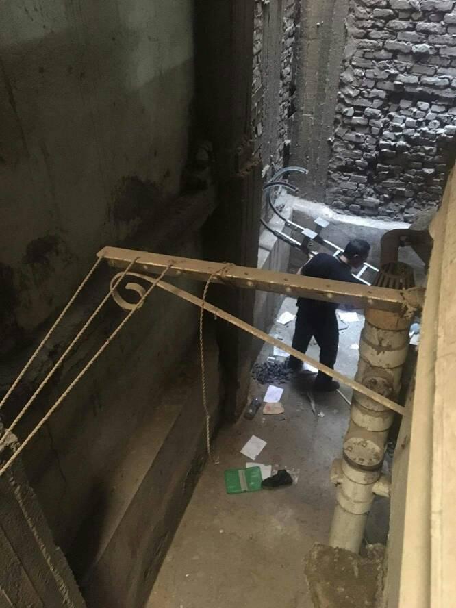 المطافي تنقذ قطة بلدي سقطت في  منور عقار بشبرا الخيمة  (2)