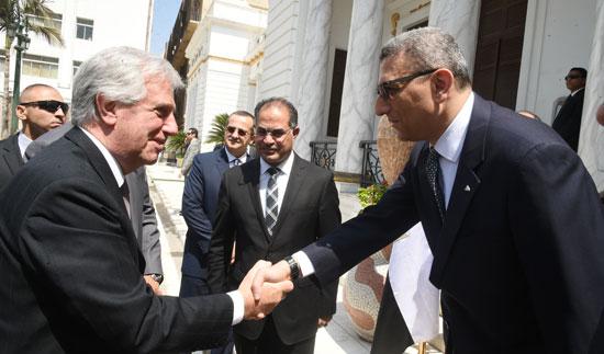 على عبد العال ورئيس ارجواى (3)