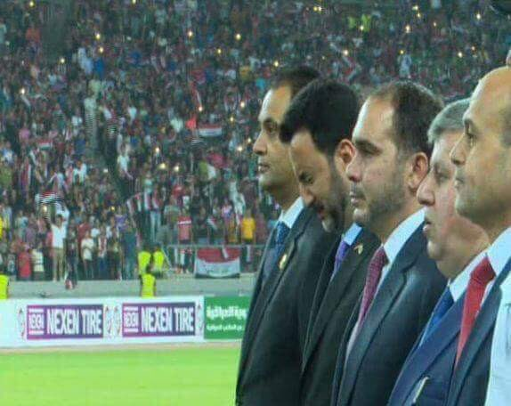 بكاء عبد الحسين عبطان وزير الشباب العراقى لحظة عزف النشيد الوطنى