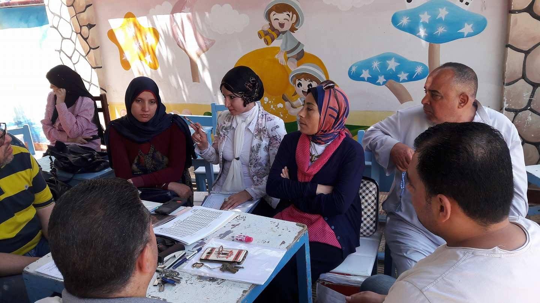 مدربة الوزارة تُقيم مدرسة اللغات الرسمية بدسوق