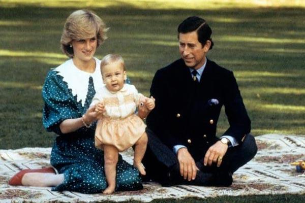 عامًا وفاة الأميرة ديانا.. كواليس 45892-الأميرة-ديانا-وزجها-وابنهما-وليام.jpg