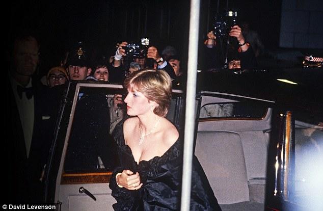 عامًا وفاة الأميرة ديانا.. كواليس 46852-الأميرة-ديانا-خلال-أحدى-الحفلات.jpg