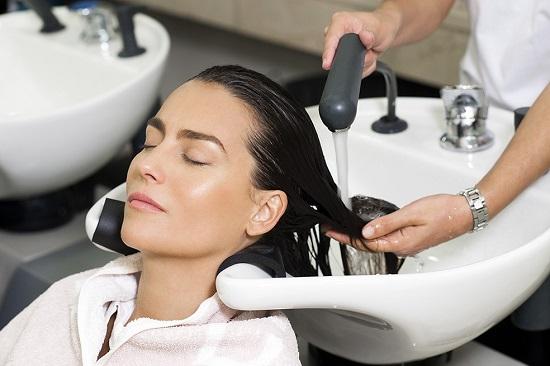 غسل الشعر فى الكوافير
