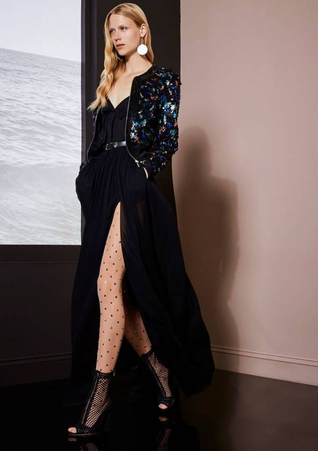 فستان أسود نفتوح على الساق