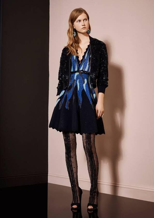 فستان قصير أسود فى أزرق