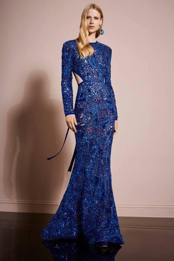 فستان أزرق مطرز