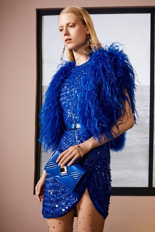 فستان أزرق قصير مطرز