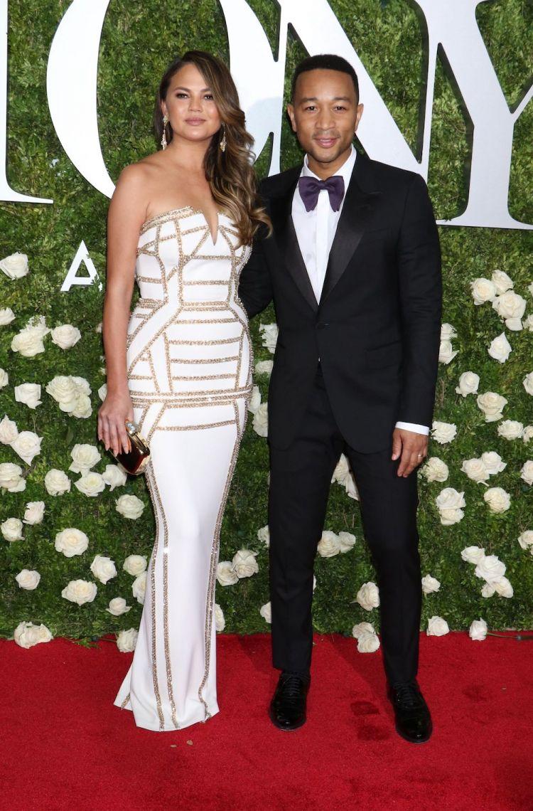 جون ليجيند مع زوجته كريسي تيغان